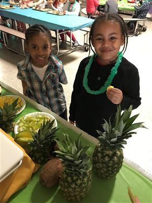 Students tasting fruit at SWC